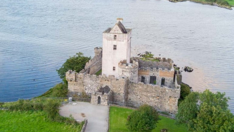 Doe Castle Featured Photo | Cliste!